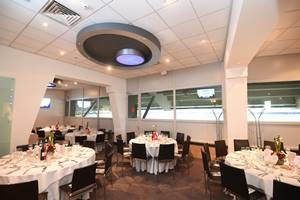 Picture of an empty Obolensky Restaurant before guests arrive for an autumn international hospitality event